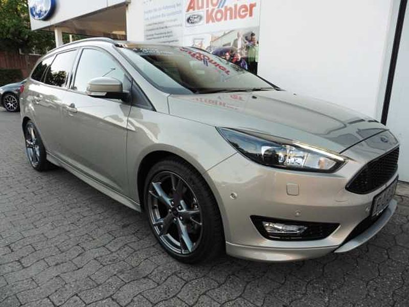 Ford Focus Turnier 1.5 EcoBoost ST-Line (8fach Bereifung)